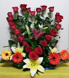 Beautiful Flower Arrangements, Floral Arrangements, Beautiful Flowers, Good Morning Flowers, Ikebana, Centerpieces, Floral Wreath, Basket, Wreaths