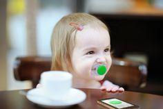Slimme fopspeen Pacif-i meet de temperatuur van je baby www.bluemaestro.com
