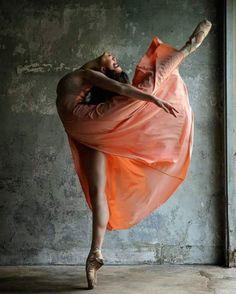 Photography by Steve Vaccariello Ballerina is Brittany Cavaco Ballet Art, Ballet Dancers, Ballerinas, Ballet Painting, Flamenco Dancers, Anna Pavlova, Ballet Images, Dance Movement, Dance Poses