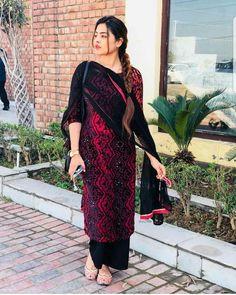 Silk Kurti Designs, Salwar Designs, Kurta Designs Women, Punjabi Fashion, Indian Fashion, Ethnic Outfits, Indian Outfits, Stylish Dresses For Girls, Girls Dresses