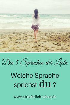 Die fünf Sprachen der Liebe - Welche Sprache sprichst du? - absichtlich-leben.de Mental Training, You And I, Beach Mat, Life Hacks, Writer, Outdoor Blanket, Marriage, Relationship, Love