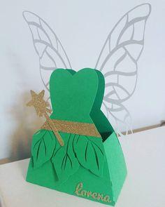 Caixinha vestido da #tinkerbell  #lorenafaz4 #tinkerbellparty #festamenina #festejarcomamor #portaldedicas #mãequefazfesta #encontrandoideias #blogencontrandoideias #silhouette #scrap #amamãequefez