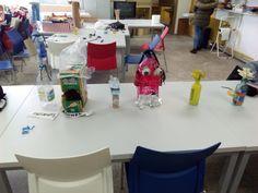 Exposición de obras. Taller de construcción con materiales reciclados
