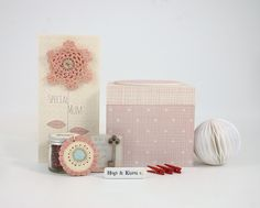 East of India Special Mum Card (Code 2610) and Pink Mum Box (Code 1489)