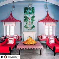Read this exciting story from Architectural Digest April Marie-Anne Oudejans is Jaipur's newly minted tastemaker —and her hotel apartment is one deliriously lovely reason why. Interior Modern, Home Interior, Interior And Exterior, Interior Design, Architectural Digest, Jaipur, Chinoiserie, Daybed Canopy, Mug Design