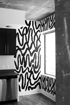Black and White Abstract Mural by Meg Biram Source by sabrinacabada Decor white Black And White Graffiti, Black And White Abstract, Black White, Graffiti Bedroom, Black And White Wallpaper, Hand Painted Walls, Accent Wall Bedroom, Décor Boho, Wall Patterns