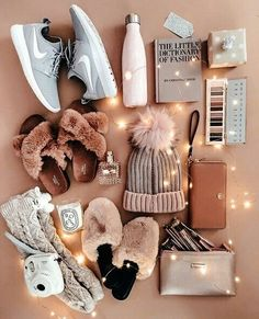 My Favorite Comfy-Cozy Outfits - The Darling Detail Christmas gifts f. My Favorite Comfy-Cozy Outfits - The Darling Detail Christmas gifts fashion Winter Christmas Gifts, Christmas Gifts For Teen Girls, Holiday Gifts, Christmas Fashion, Wishlist Christmas, Teen Gifts, Christmas List Ideas, Cheap Christmas, Christmas Decorations