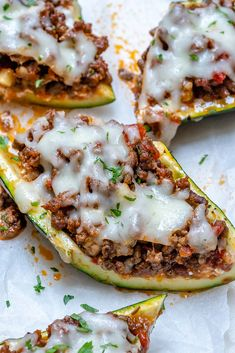 {NEW} Lasagna Stuffed Zucchini 🍅🌱 Because its Zucchini Season + Lasagna is THE comfort food of choice! Did you know: Zucchini has quite an impressive nutritional scoreboard – from high levels of potassium, B-vitamins, dietary fiber, and. Italian Recipes, Beef Recipes, Healthy Recipes, Healthy Breakfasts, Yummy Recipes, Chicken Recipes, Cookies Banane, Challenge, Clean Eating Recipes