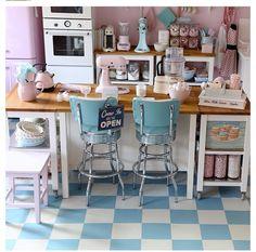 Such cute 50's style kitchen
