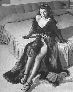 Rita Hayworth... another tortured soul like Jean Harlow, Marilyn Monroe...  such beauty and such sadness... ♥♥♥♥♥♥♥