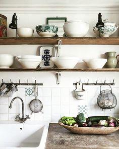 #kitchen #decor #deco #homedecor #homemade #kitchentools #spain #vsco #vscocam #arquitecture #homedesign #design #interiordesign #foodporn #fooddeco #foodpics #foodie by lacasita_demadera http://discoverdmci.com