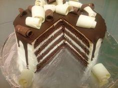 Tuxedo torta (fotorecept) - obrázok 6 Food Presentation, Tiramisu, Cupcake Cakes, Ale, Sweets, Ethnic Recipes, Chocolate Cakes, Petra, Decorating