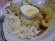 my home made Ketoprak. It's spicy one, I ran out tofu so I change it to cabbage with 3 crunchy Kerupuk ╰̊(๑ˆڡˆ๑)╯̊ yumm...