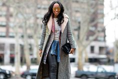 A look at the inspiring street style from New York Fashion Week, day one. Ny Fashion Week, New York Fashion, Star Fashion, Fashion Outfits, Net Fashion, Street Fashion, Nyfw Street Style, Street Chic, Street Wear