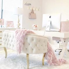 Sunset Desires – Chic Home Office Design Home Office Space, Home Office Design, Home Office Decor, Office Ideas, Pink Office Decor, Loft Office, Office Designs, Office Spaces, Office Rug