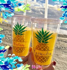 Etsy の Pineapple tumbler Bridesmaid Gift by PreppyPineappleShop
