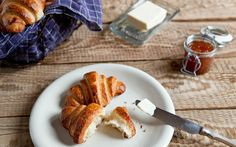 Máslový croissant   KITCHENETTE