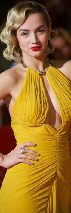 Yellow Fashion, Gold Fashion, Colorful Fashion, Women's Fashion, Shades Of Yellow, Mellow Yellow, Beautiful Gowns, Fashion Addict, Lady