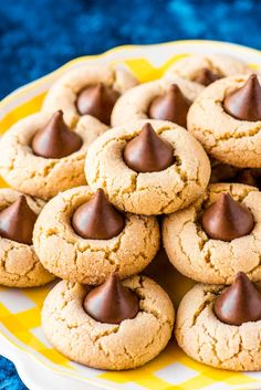 PEANUT BUTTER BLOSSOM COOKIES The ultimate cookie combination for chocolate and peanut butter lovers, these peanut butter blossoms are everything you remember from your childhood. They're perfect for holidays, parties, or gifts, and are always a hit. Peanut Butter Kiss Cookies, Peanut Butter Blossom Cookies, Peanut Butter Recipes, Best Cookie Recipes, Homemade Cookies, Homemade Desserts, Yummy Cookies, Hershey Kiss Cookie Recipe, Chocolate Kiss Cookies