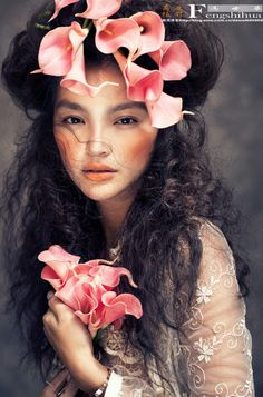 Beautiful. I would definitely wear flowers in my hair just like this.  ||  Touseled hair with pink camilia