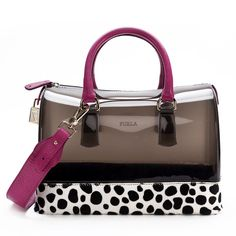 Love the color and pattern contrast. Great fall bag