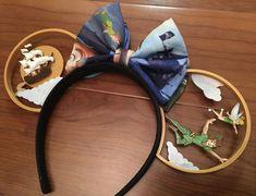 Peter Pan Mickey Ears #diy #mickeyears #disney #minnieears #disneyears #craft #disneycraft Diy Disney Ears, Disney Mickey Ears, Mickey Mouse Ears, Cute Disney, Mickey Ears Diy, Disneyland Ears, Peter Pan Disneyland, Disney Peter Pans, Disney Headbands
