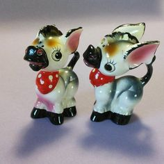 Adorable donkey shakers! Their tails entwine to connect them together. No chips…