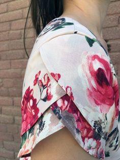 Petaluma Dress by Jaime—Make It Wear It - Itch To Stitch Kurti Sleeves Design, Sleeves Designs For Dresses, Dress Neck Designs, Kurti Neck Designs, Fancy Blouse Designs, Kurta Designs Women, Sleeve Designs, Sewing Sleeves, Dress Sewing