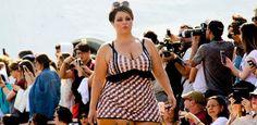 Fluvia Lacerda, top plus size, estreia na SPFW em desfile de moda praia