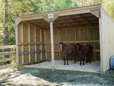 Get some latest modern easy DIY horse shelter ideas, portable shed, temporary shelters, and stalls. You can make custom horse barns yourself from wooden pallets. Barn Stalls, Horse Stalls, Horse Barns, Horses, Stables, Horse Shed, Horse Barn Plans, Horse Fencing, Goat Shelter