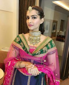 Sonam Kapoor Ahuja looking breathtaking in this Look. Indian Bridal Outfits, Indian Bridal Wear, Indian Designer Outfits, Indian Dresses, Indian Wear, Bridal Dresses, Indian Designers, Indian Attire, Indian Clothes