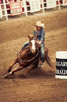 Barrel racing is my hobby and my life! I spend most of my free time riding horses and tuning them up. On the weekends if i'm not at a barrel race or rodeo then i'm usually riding and getting ready for the next rodeo! Foto Cowgirl, Cowgirl And Horse, My Horse, Horse Love, Horse Riding, Horse Tips, Barrel Racing Horses, Barrel Horse, Barrel Racing Saddles