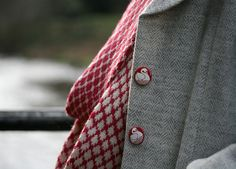 Hazelhurst infinity scarf pattern by Kate Davies + cool buttons on coat! Fair Isle Knitting, Easy Knitting, Mens Knitted Scarf, Knitted Shawls, Creative Knitting, Cool Buttons, Knit In The Round, Shawls And Wraps, Knit Patterns