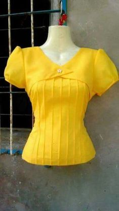 Maybe if it were a different color. I'm not super about the yellow. Kurti Neck Designs, Dress Neck Designs, Blouse Designs, African Blouses, Sewing Blouses, Sleeves Designs For Dresses, Dresses Kids Girl, Blouse Patterns, Blouse Styles