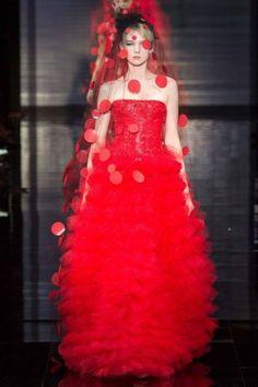Abito da sposa rosso di Armani Privé