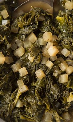 There's no shortage of greens you can cook, but the Memphis BBQ Company goes for turnips. The vegetables grow wild in the Mississippi Delta, and the greens can be cooked just like collards. Cube up the turnip roots for a full side dish. Turnip Recipes, Canned Vegetable Recipes, Veggie Recipes, Vegetarian Recipes, Southern Dishes, Southern Recipes, Southern Meals, Southern Comfort, Vegetarische Rezepte