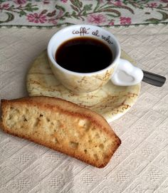 I think it's time for another Italian biscotti recipe! This family recipe will provide you with a texture that is slightly spongy on the inside and crispy on the outside. It really doesn't get any easier than this Authentic Italian Anise Biscotti. Gf Recipes, Italian Recipes, Cookie Recipes, Dessert Recipes, Desserts, Italian Foods, Italian Biscotti Recipe, Italian Cookies, Kitchens