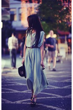 perfect long dress in mint for a nice walk in the city