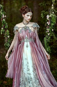 Photographer Agnieszka Lorek makes incredibly beautiful and fascinating photos. That is a true frozen magic, wonderforests, fairies and elves. It's amazing, but she comes up with her images making hairstyles, makeup and even costumes on her own. Fantasy Gowns, Fantasy Art, Fantasy Costumes, Fairy Halloween Costumes, Elf Costume, Queen Costume, Cosplay Costumes, Medieval Dress, Medieval Witch