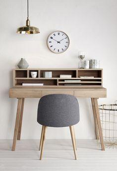 Pracovní stůl z dubového dřeva se třemi šuplíky