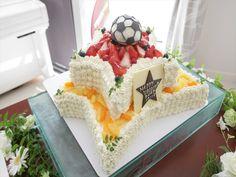 007  大きな星形のケーキにサッカーボールがとっても目立つケーキです。