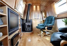 Aqualine narrowboat builders build narrow boats to the highest standards & level of detail. Simply put you won't get a better narrowboat for the money! Canal Boat Interior, Barge Interior, Canal Barge, Narrowboat Interiors, Houseboat Living, Boat Companies, Interior Design Services, Rustic Design, Small Spaces