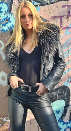 Fur Fashion, Leather Fashion, Look Fashion, Fasion, Fashion Photography Poses, Confident Woman, Leather Accessories, Black Faux Leather, Leather Pants