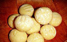 Biscoitos amanteigados Beneficios Do Chocolate, Pretzel Bites, Hamburger, Potatoes, Cooking Recipes, Sweets, Bread, Cookies, Vegetables
