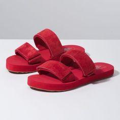 MW2VVA - Suede Cayucas Slide Slide Sandals bfe572b7f