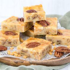 Pecan-karamel boterkoek Chocolate Tiramisu, Caramel Pecan, Brownie Cake, Bakery Recipes, Pecans, High Tea, I Love Food, Sweet Tooth, Deserts