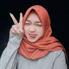 Cute Pretty Angels Make You Miss Hijab Collection, Islamic Girl, Simple Wallpapers, Nico Robin, Angelic Pretty, Hijab Chic, Olay, Pin Image, Hijab Fashion