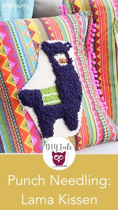 DIY balcony pillow with llama & cactus punch needle technique [Advertising] Brightly colored balcony pillows made of mexican fabric sew yourself with free print Embroidery Patterns, Hand Embroidery, Mexican Fabric, Punch Needle Patterns, Free Prints, Rug Hooking, Perler Beads, Needlework, Cross Stitch