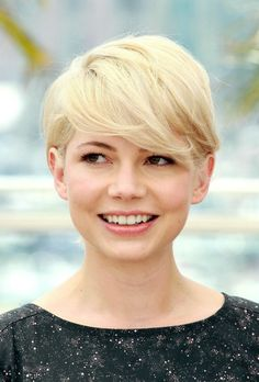 Michelle Williams looks soft and feminine with this short, pixie hairstyle that has become her trademark through the years.