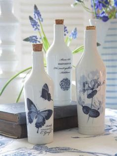 Resultado de imagen para how to fabric decoupage wine bottle Recycled Wine Bottles, Painted Wine Bottles, Bottles And Jars, Glass Bottles, Glass Bottle Crafts, Wine Bottle Art, Diy Bottle, Pot Mason, Altered Bottles